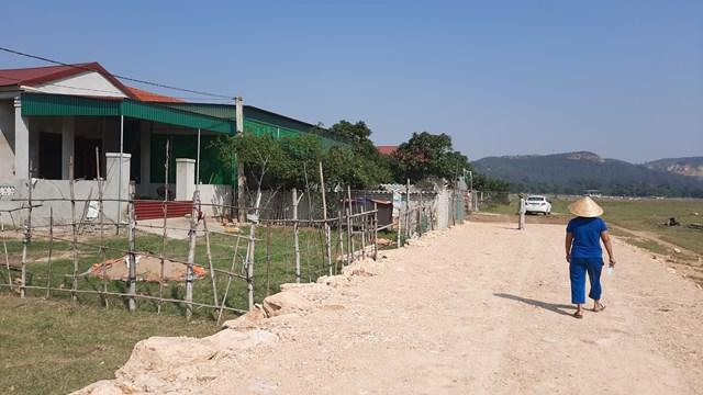Để được nhận đất tại khu tái định cư Xuân Lam, 22 hộ dân ở đây phải đóng 7,5 triệu đồng/hộ cho chính quyền địa phương.