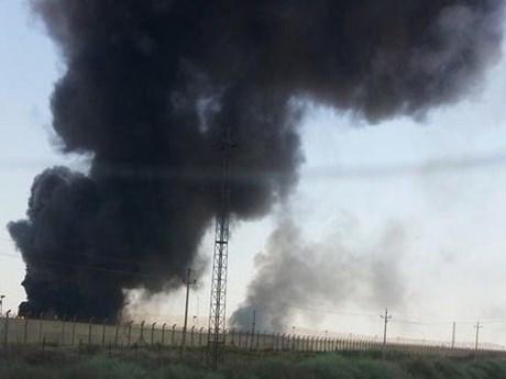 IS nã rocket vào nhà máy lọc dầu của Iraq - Ảnh 1