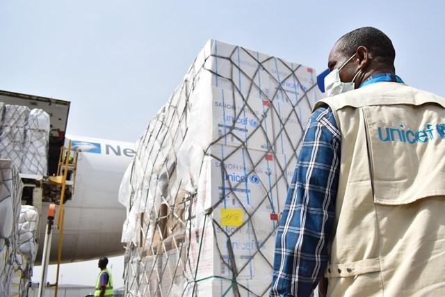 Nhân viên UNICEF hỗ trợ y tế tại Nigeria trong cuộc chiến chống đại dịch Covid-19. Nguồn: UNICEF.