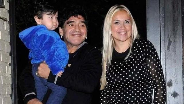 Maradona, Veronica và bé Fernando. Ảnh: Getty.