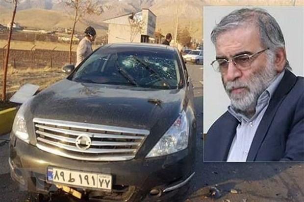 Chiếc xe (trái) của nhà khoa học hạt nhân Iran Mohsen Fakhrizadeh (phải) bị phá hủy trong một vụ tấn công vũ trang ở thành phố Absard, gần Tehran. Ảnh: IRNA/TTXVN.