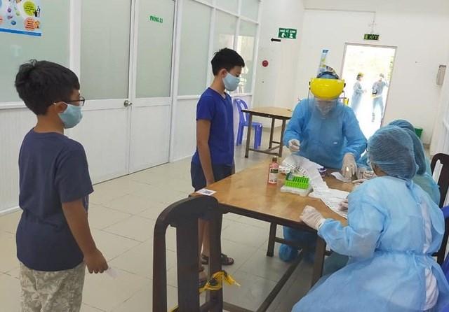 Bộ Y tế xác nhận 2 người lây Covid-19 từ BN1347 - Ảnh 1