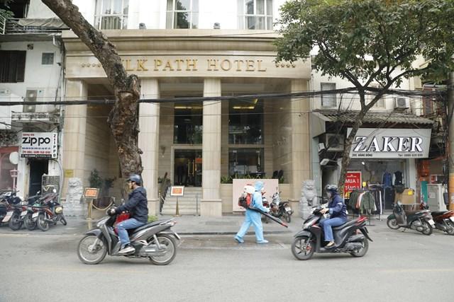 Khách sạn nơi bệnh nhân Covid-19 mới được phát hiện cách ly, thuộc địa bàn quận Hoàn Kiếm, Hà Nội. Ảnh: Quang Vinh.