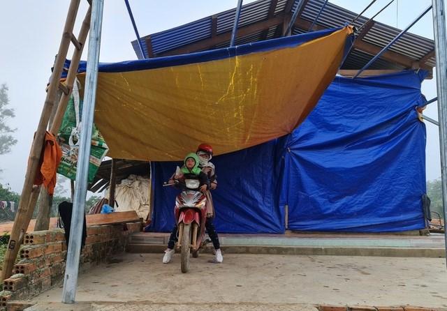 Căn nhà vẫn chưa hoàn thiện của cô Chim tại xã Đắk R'măng.