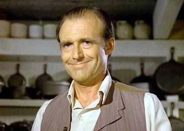 Nam diễn viên Richard Bull (vào vai ông chủ cửa hàng tạp hóa - Nels Oleson).