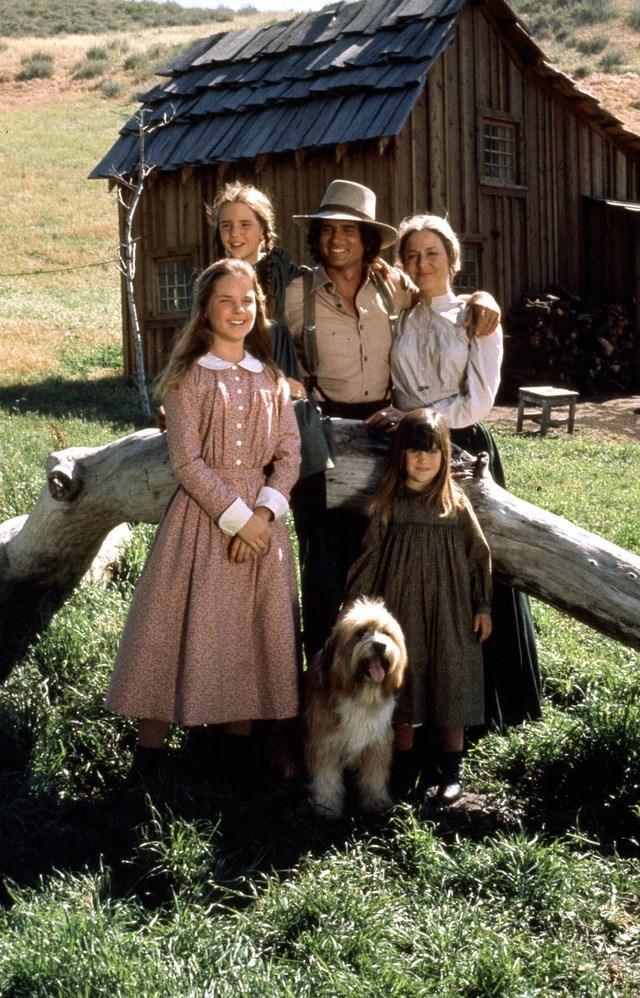 Hồi năm 1972, với sự khuyến khích của vợ và con gái, nhà sản xuất phim truyền hình Ed Friendly đã quyết định mua lại quyền chuyển thể bộ tác phẩm của nữ nhà văn Wilder