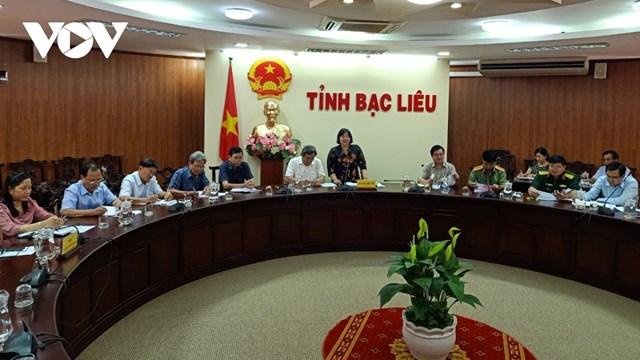 Bà Cao Xuân Thu Vân, Phó Chủ tịch UBND tỉnh Bạc Liêu phát biểu tại cuộc họp.