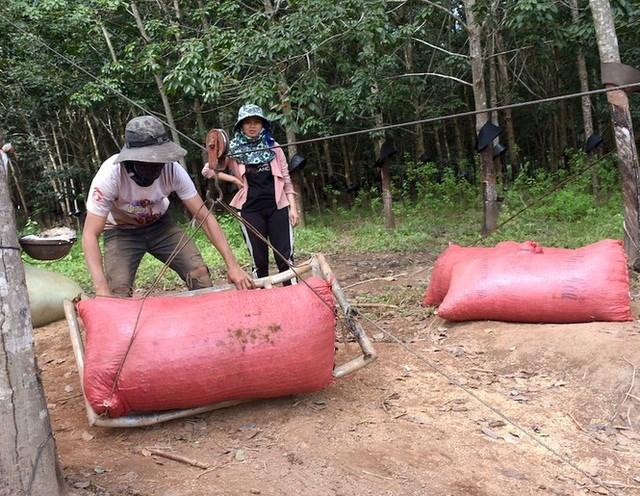 Chính quyền đã tuyên truyền, vận động người dân không liều mình đu dây qua sông Pô Kô nhằm đảm bảo an toàn tính mạng và tài sản của nhân dân.