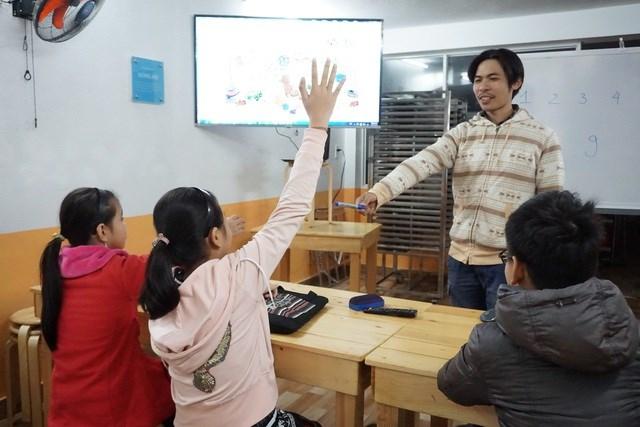 Lớp học chỉ thu học phí 1.000 đồng cho mỗi buổi học và không thu thêm bất cứ các khoản phí khác.