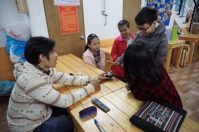 Tham gia lớp học, các em học sinh sẽ được trau dồi kiến thức, giao lưu nói tiếng Anh, tham gia các hoạt động tương tác tập thể.