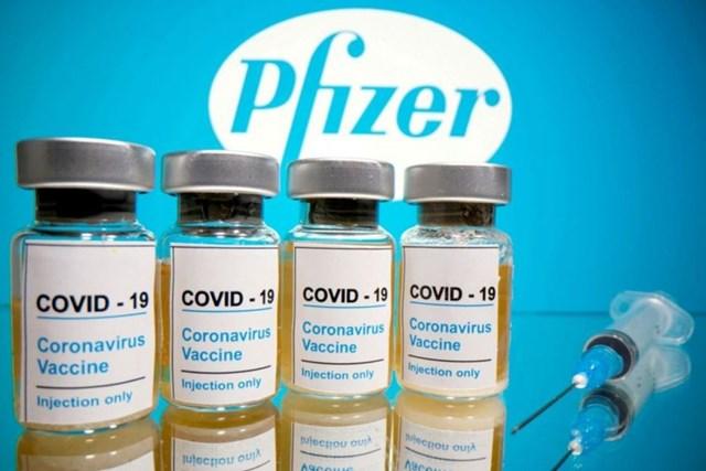 Hai trường hợp sốc phản vệ sau khi tiêm vaccine ngừa Covid-19 của Pfizer. Ảnh: Reuters.