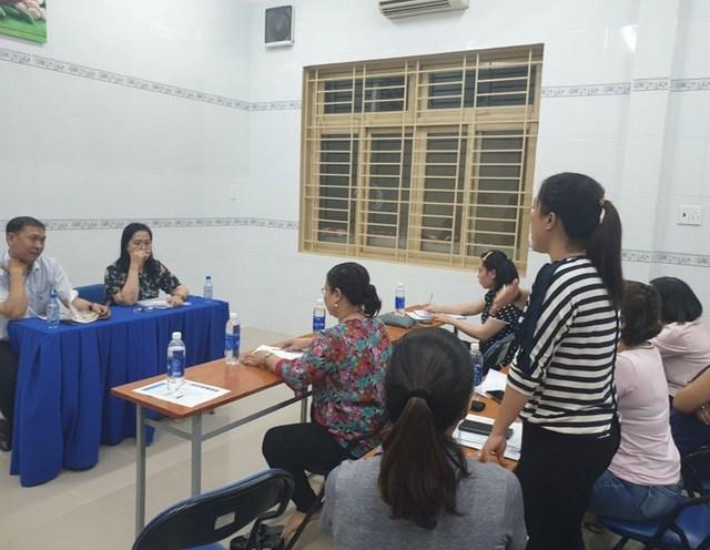 Phụ huynh Trường tiểu học Trần Văn Ơn trong buổi đối thoại với nhà trường.
