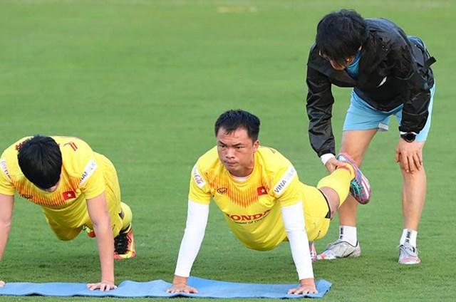Các tuyển thủ trong buổi tập luyện.