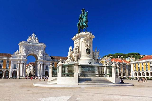 Khám phá những quảng trường lớn nhất thế giới - Ảnh 16