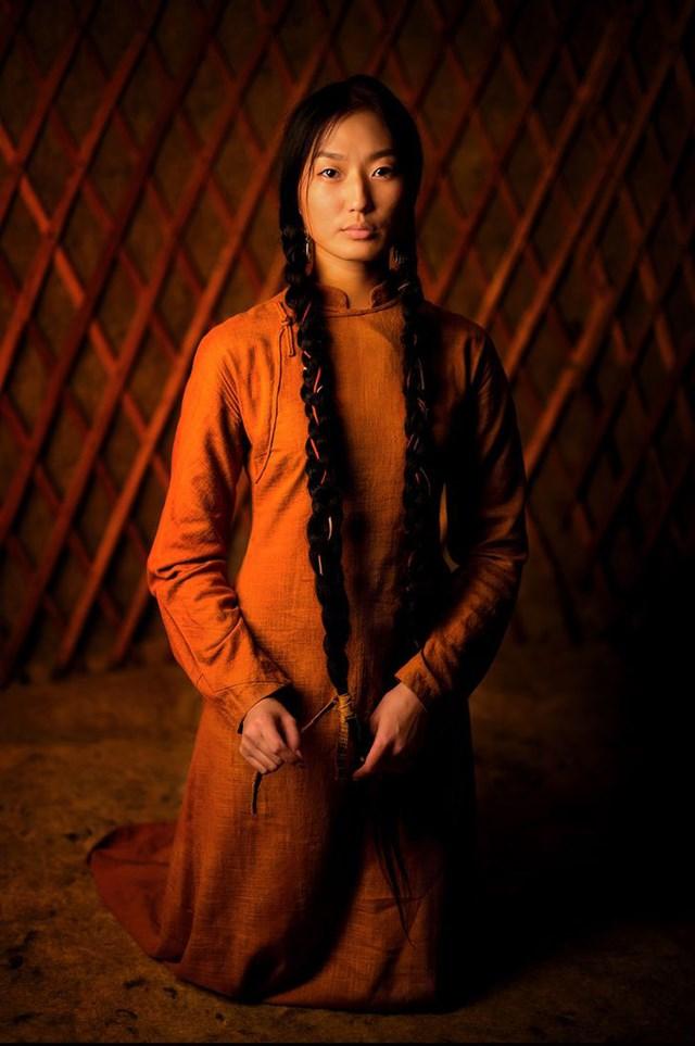 Đây là bức chân dung của Aryuna, một phụ nữ Buryat trẻ tuổi đến từ Siberia.