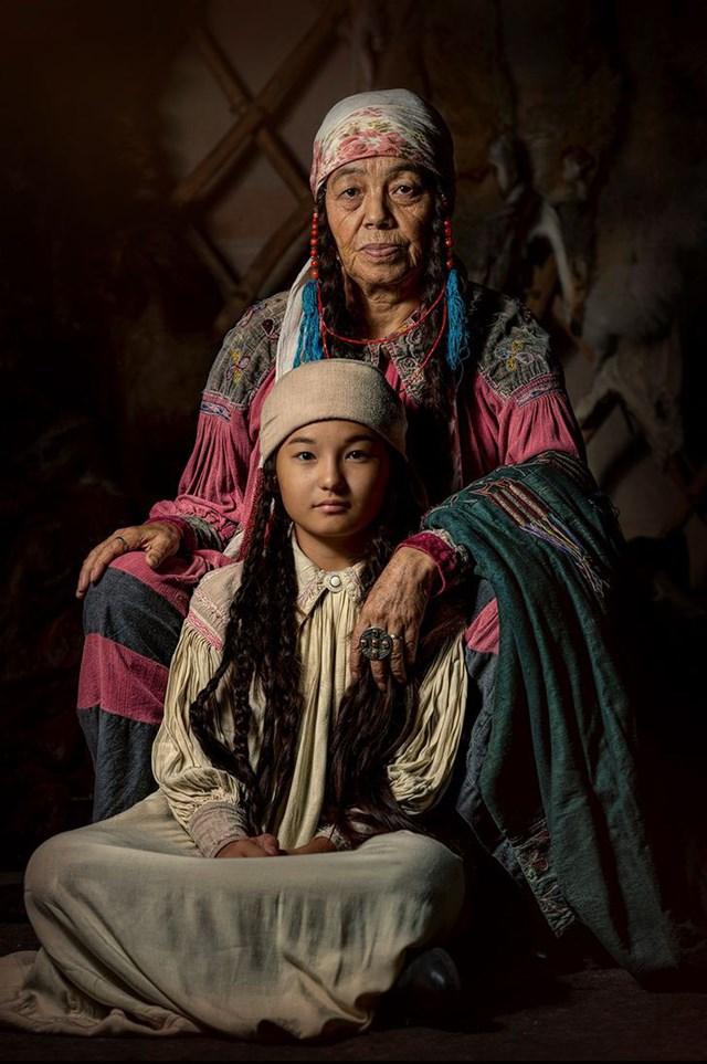 Maria và Aimka, người bản địa Khakas của Siberia.