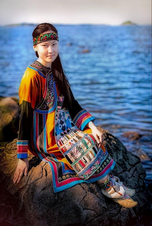 Đây là bức chân dung của Lisa - một trong những đại diện cuối cùng của người Orochi (bờ biển Nhật Bản ở vùng Viễn Đông của Siberia).