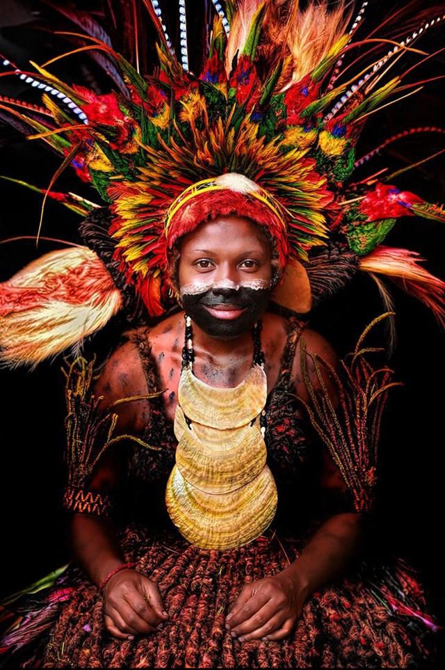 Một phụ nữ bản địa trẻ từ tỉnh Chimbu, Papua New Guinea.