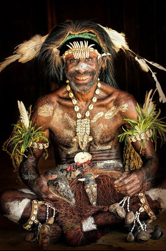Trưởng lão bộ lạc từ Đông Sepik, Papua New Guinea.