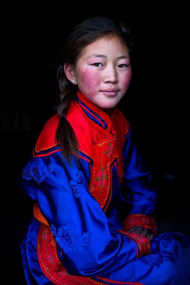 Cô gái Altai Uriankhai đến từ tỉnh Khovd, miền Tây Mông Cổ.