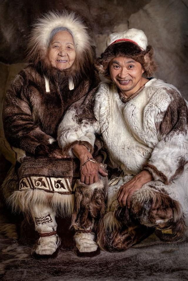Người phụ nữ Chukchi và người đàn ông Chuvan, Siberia.