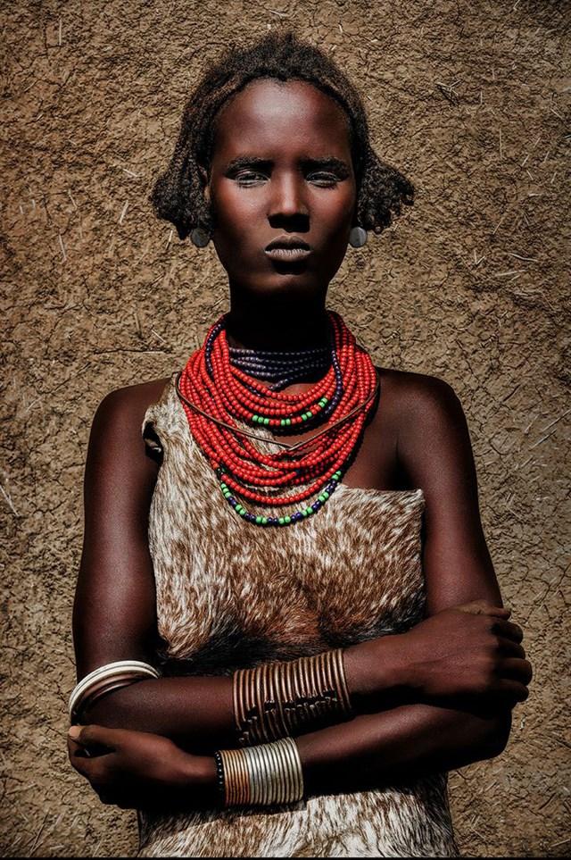 Thiếu nữ bộ lạc Daasanach, Ethiopia.