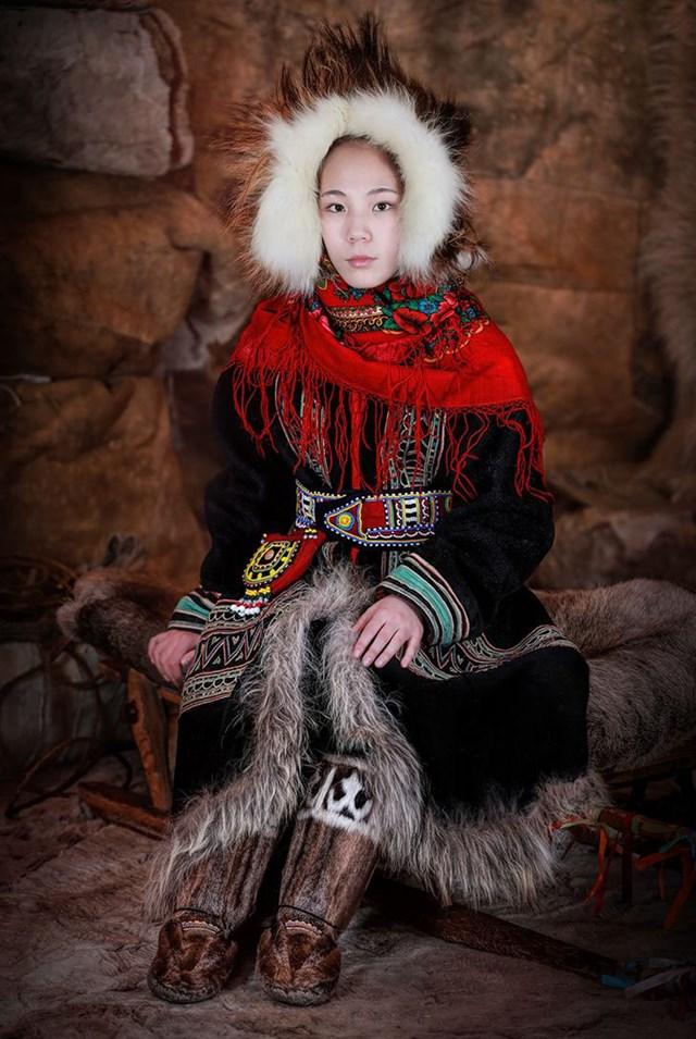 Người phụ nữ Dolgan trẻ, Siberia Bắc Cực.