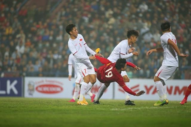 Quang Hải tiếp tục thể hiện phong độ và đẳng cấp cao của mình với bàn thắng tuyệt đẹp.