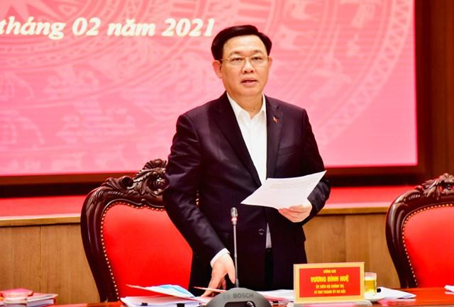 Bí thư Thành ủy Hà Nội Vương Đình Huệ phát biểu tại cuộc họp