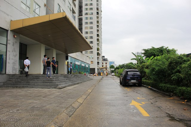 Cư dân bức xúc trước việc chủ đầu tư bán nhà mà không có đường.