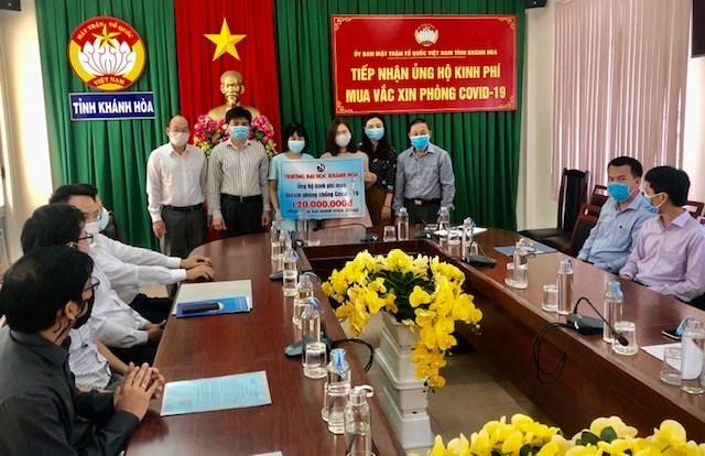 Trường Đại học Khánh Hòa ủng hộ quỹ vac xin phòng chống covid-19