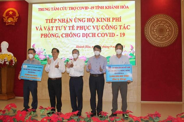 Khánh Hòa tiếp nhận ủng hộ quỹ phòng chống Covid -19