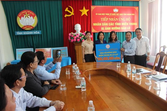 Công ty Yến Sào Khánh Hòa ủng hộ 300 triệu đồng.