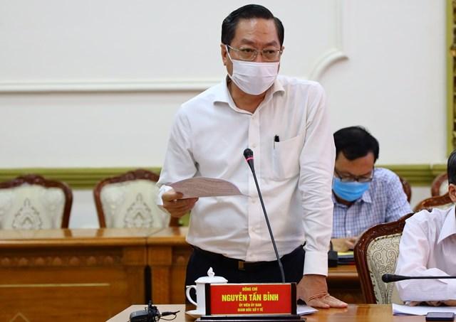 Giám đốc Sở  Y tế TP HCM Nguyễn Tấn Bỉnh thông tin tại cuộc họp chiều 2.2