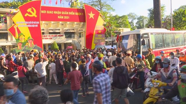Hơn 4.600 thanh niên TP HCM lên đường nhập ngũ - Ảnh 7