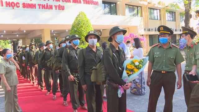 Hơn 4.600 thanh niên TP HCM lên đường nhập ngũ - Ảnh 4