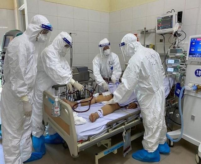 Số ca chuyển nặng và bệnh nhân Covid-19 thở máy tại TP HCM tiếp tục giảm sâu trong vài ngày qua.