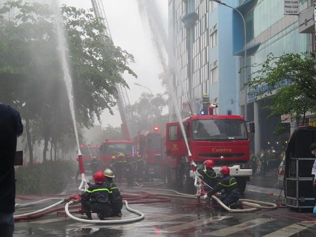 Gần 2.350 người tham gia đợt diễn tập chữa cháy, cứu nạn, cứu hộ quy mô lớn.