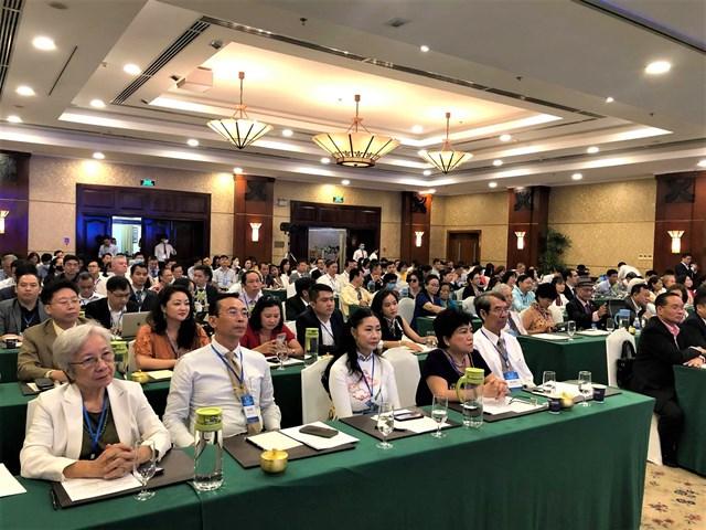 Nhiều hiến kế của kiều bào nhấn mạnh đến quá trình chuyển đổi số và phát triển kinh tế tuần hoàn tại Việt Nam (Ảnh: Hồng Phúc).