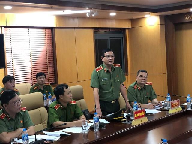 Thiếu tướng Lê Hồng Nam, Giám đốc Công an TP HCM thông tin với báo chí về diễn biến vụ việc tại Công an P.Phú Thọ Hòa (Ảnh: Hồng Phúc).