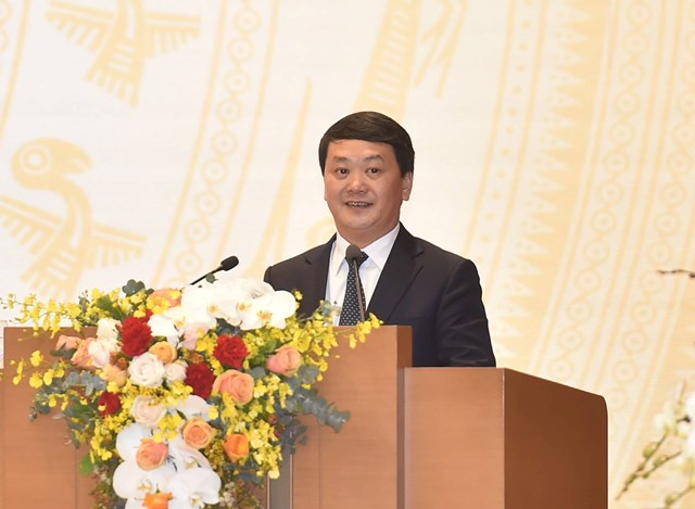 Phó Chủ tịch - Tổng Thư ký Hầu A Lềnh phát biểu tại Hội nghị. Ảnh: Quang Hiếu.