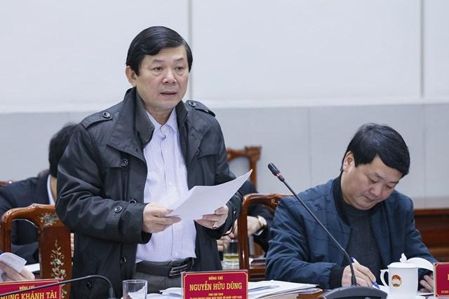 Phó Chủ tịch Nguyễn Hữu Dũng phát biểu tại phiên họp.