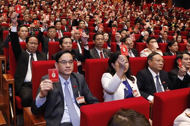 Đại biểu biểu quyết thông qua Quy chế làm việc củaĐại hội.
