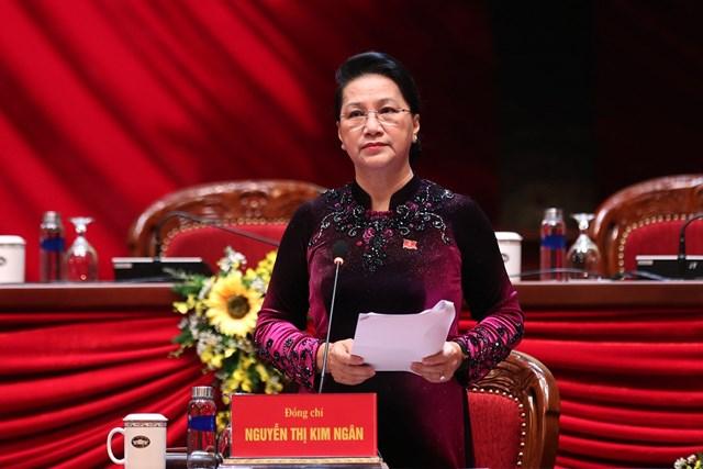 Chủ tịch QH Nguyễn Thị Kim Ngântrình bày báo cáo thông qua chương trình Đại hội.