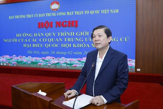 Phó Chủ tịch UBTƯ MTTQ Việt Nam Nguyễn Hữu Dũng hướng dẫn quy trình, thủ tục giới thiệu ngườiứng cửĐBQH khóa XV.