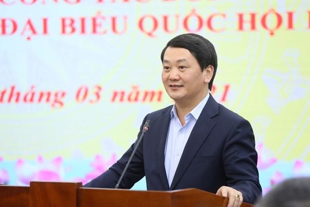 Phó Chủ tịch - Tổng Thư ký Hầu A Lềnh thay mặt cácđại biểuđược tín nhiệm giới thiệuứng cử phát biểu.