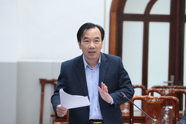 Phó Chủ tịch Ngô Sách Thực phát biểu tại cuộc họp.