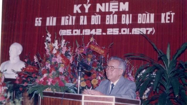 Chủ tịch Lê Quang Đạo phát biểu tại Lễ kỷ niệm 55 năm ngày ra đời báo Cứu Quốc, tiền thân của Đại Đoàn Kết năm 1997.