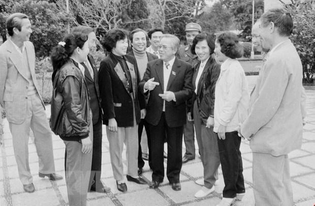 Chủ tịch Quốc hội Lê Quang Đạo gặp gỡ các đại biểu Quốc hội tại Kỳ họp thứ 11, Quốc hội khóa VIII (1992). (Ảnh: Xuân Tuân/TTXVN).