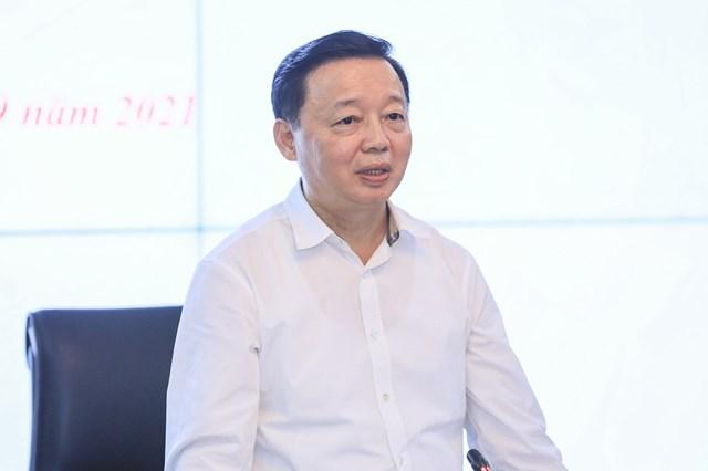 Bộ trưởng Bộ Tài nguyên và Môi trường Trần Hồng Hà phát biểu tại cuộc làm việc.